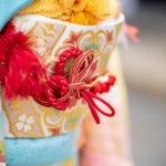 綺麗に着飾った十三参りの為に着飾った着物の後ろ姿の写真